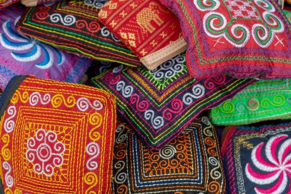 Tinggalkan Kesan di Hati Para Tamu dengan 10 Rekomendasi Souvenir Pouch yang Cantik dan Multifungsi Ini!