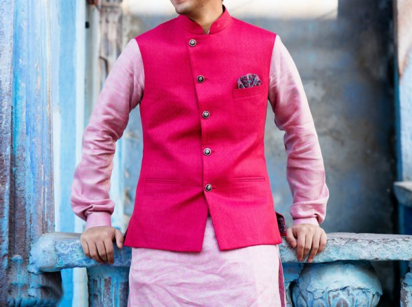 Still, Wondering How to Pull Off the Perfect Kurta? Fret Not! Make the Right Choice to Look Distinguished at Special Occasions: 10 Best Kurta Designs for Men That will Give Sophisticated Statement (2020)