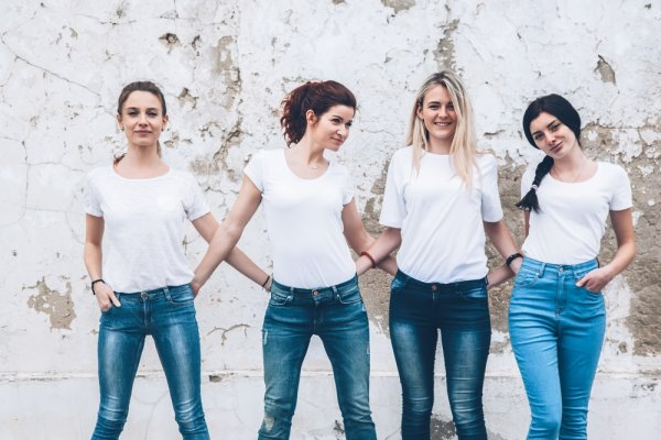 9 Pilihan Kaos Wanita Bermerek yang Nyaman Dipakai untuk Acara Santai (2018)