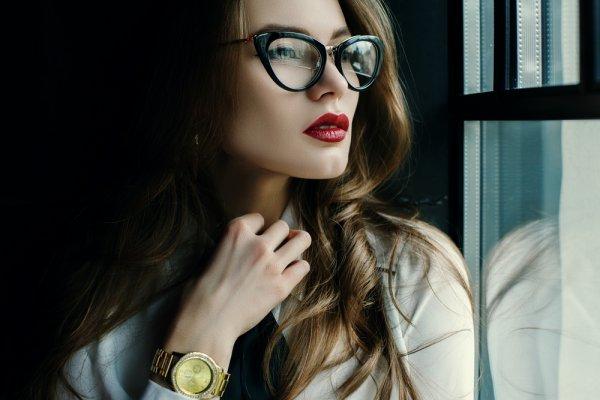 Tak Hanya Membantu Memperjelas Penglihatan, 10 Kacamata Minus Ini Juga Nyaman dan Keren Saat Dipakai