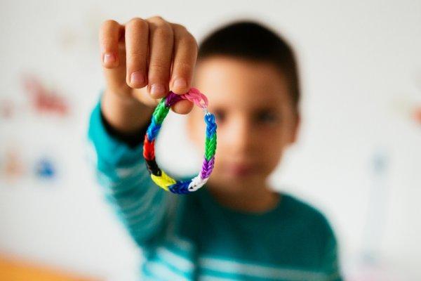 10+ Pilihan Gelang yang Aman dan Fashionable untuk Anak Anda