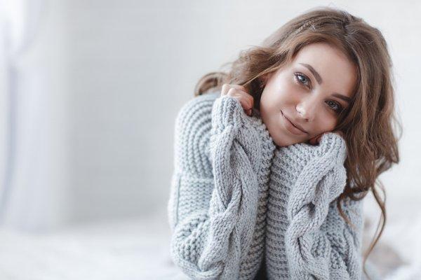 Buat Tampilanmu Makin Maksimal dengan 10 Rekomendasi Sweater Khusus Wanita Ini (2019)