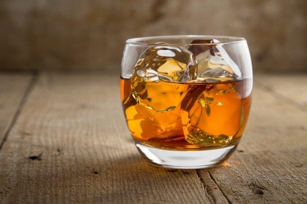 Hangatkan Tubuh dengan 9 Minuman Brandy Nikmat Ini