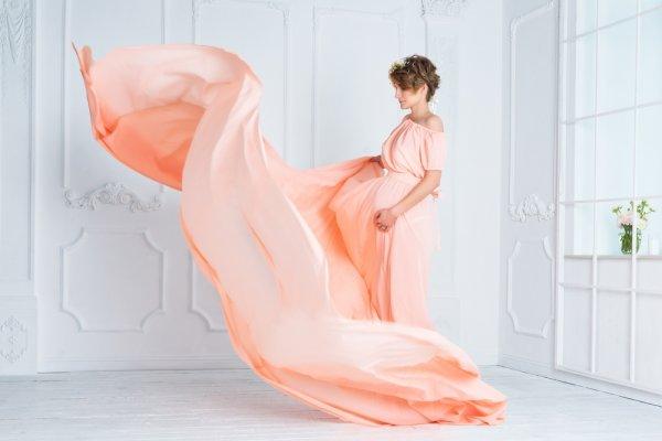 Tiru Gaya Berpakaian Selebriti Saat Hamil dan Intip Rekomendasi 6 Gaun Hamil  Khusus untuk Anda