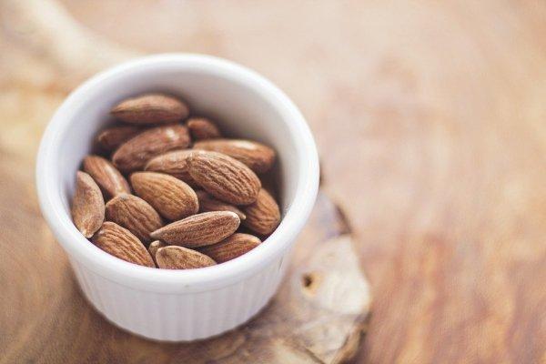Sedang Mencari Camilan Sehat? 10 Rekomendasi Produk Kacang Almond Berkualitas Ini Bisa Jadi Pilihan Tepat! (2020)