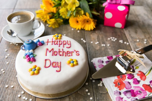Planning Something Special for Mom This Mother's Day? Try One of These 6 Amazing Recipes That Show You How to Make Cake for Mother's Day (2019)