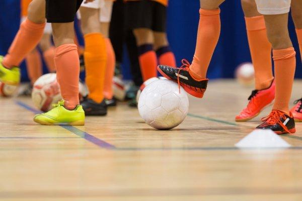 10 Kaos Kaki Futsal untuk Mendukung Permainanmu di Lapangan