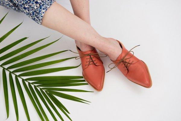 Tampil Kece dengan 10 Rekomendasi Mules Shoes Cantik yang Nggak Bikin Kaki Sakit (2020)