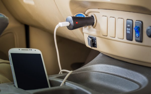 Selalu Aman dan Tenang dengan 10 Rekomendasi Charger Mobil Rekomendasi BP-Guide (2019)