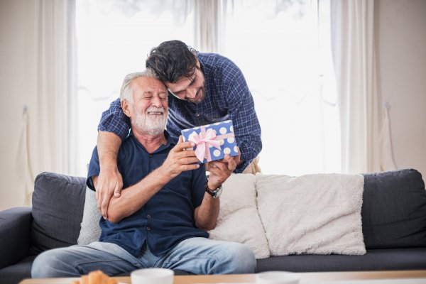Sebentar Lagi Hari Ayah Lho! Inilah 8+ Ide Kado untuk Ayah yang Paling Istimewa (2020)