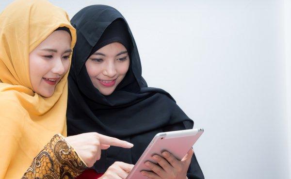 Tampil Anggun dan Syar'i di Segala Kesempatan dengan 9 Rekomendasi Jilbab Panjang Rekomendasi BP-Guide