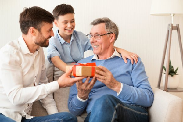Jangan Asal Pilih Kado Ulang Tahun, Inilah 8 Rekomendasi Kado untuk Ayah yang Paling Cocok Sesuai Hobinya (2020)