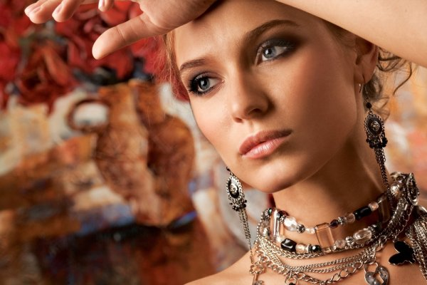 Tak Harus Mahal, Kenakan 10 Rekomendasi Aksesori Wanita Murah Meriah dan Cantik Berikut Ini!