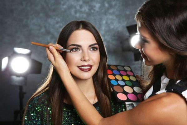 Makeup Artist, Profesi yang Tengah Banyak Dicari dan 10 Rekomendasi Makeup Artist Ternama di Indonesia