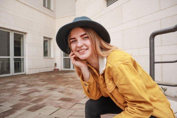 Jangan Sampai Ketinggalan Tren Warna Fashion di Tahun 2020 Dalam 10 Rekomendasi Busana Ini
