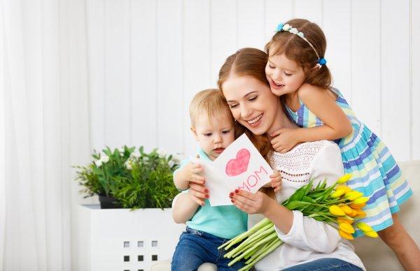 18 Ide Hadiah Mother's Day yang Bikin Ibu Terharu dan Menangis Bahagia