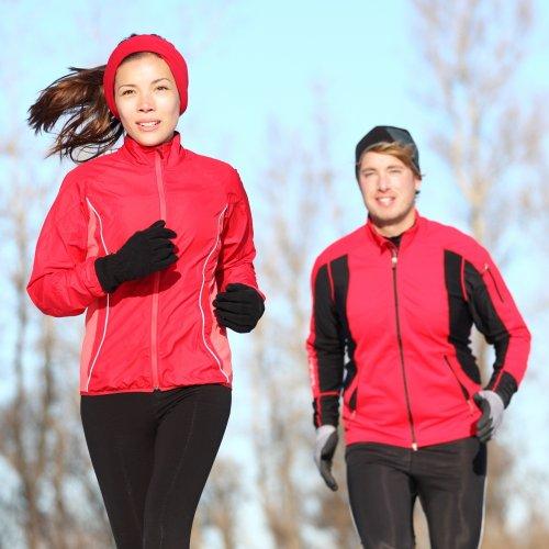 Olahraga Semakin Bersemangat dengan 10 Rekomendasi Jaket Olahraga untuk Pria dan Wanita