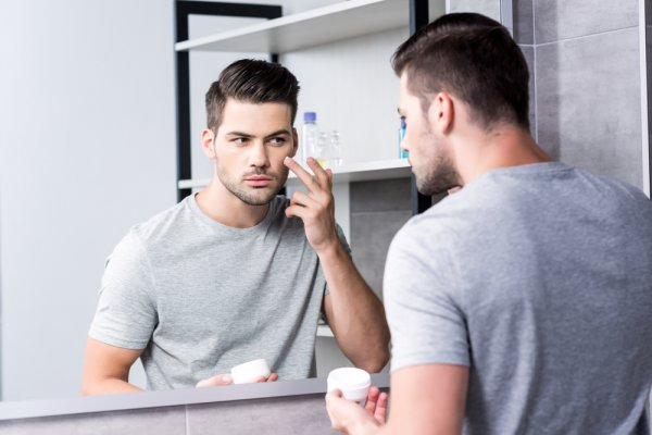 Make Sure that Your Skin Gets the Required Nutrients for that Ever-Lasting Glow Even When You Sleep: Best Night Creams for Men Available in India (2020)