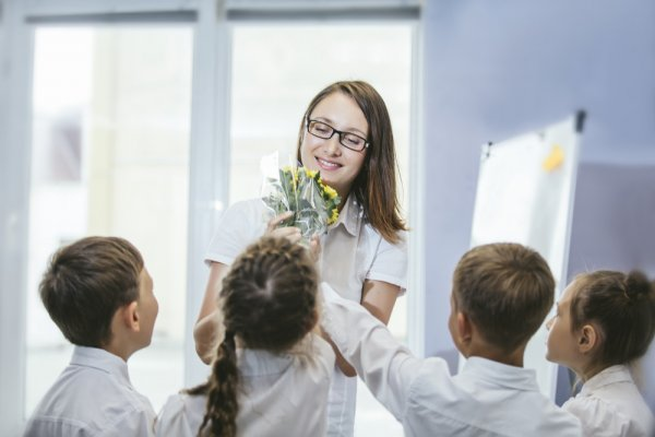 10 Inspirasi Kado yang Cocok untuk Guru di 2019