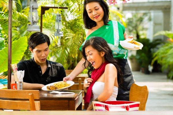 Cuma Punya Uang 50 Ribu Rupiah untuk Makan Siang? Nih, Ada 10+ Rekomendasi Tempat Makan Enak tetapi Murah di Jakarta!