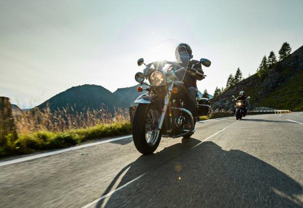 Traveling dengan Sepeda Motor, Kenapa Tidak? Simak 6 Tips Aman dan Serunya Jalan-jalan Naik Motor Berikut!