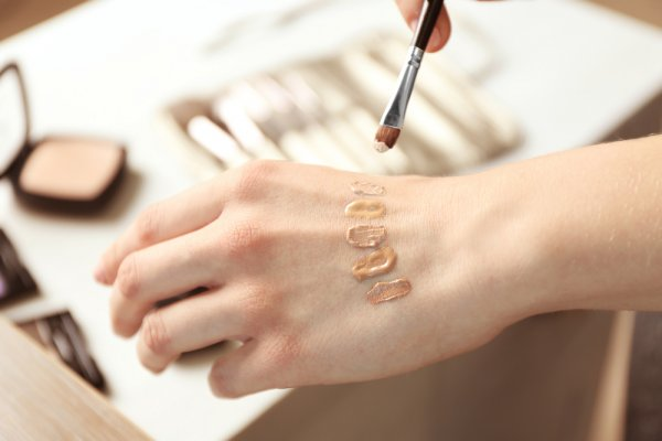 Dapatkan Riasan Sempurna dengan 10 Rekomendasi Rangkaian Base Makeup dari Pixy (2020)