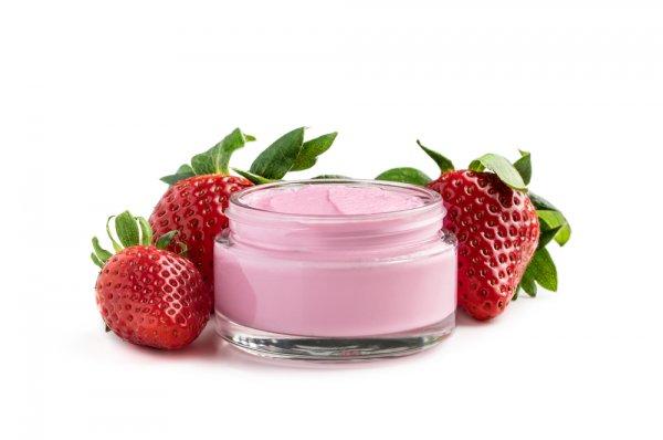 10 Rekomendasi Skincare Stroberi untuk Strawberry Lovers (2021)