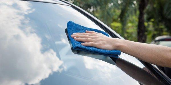 Kaca Mobil Lebih Cling dengan 10 Rekomendasi Cairan Pembersih Kaca Mobil