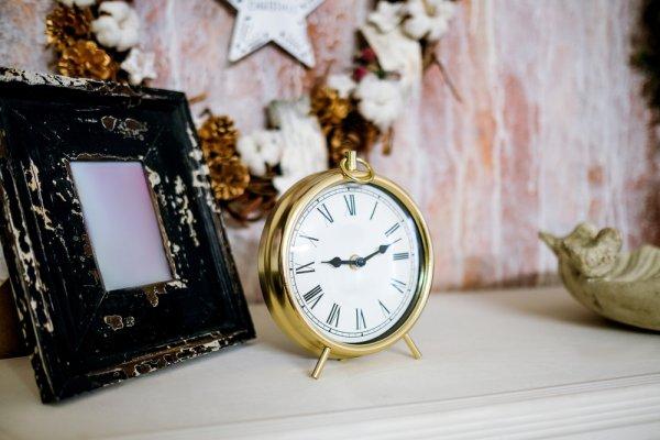 Inilah 10 Rekomendasi Souvenir Jam Meja yang Selalu Dibutuhkan dan Jadi Incaran