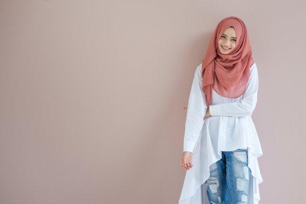 Enggak Lagi Ketinggalan Mode, 12 Baju Muslim Branded untuk Wanita Modis Ini Bikin Kamu Up to Date!