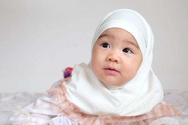 Lucu dan Menggemaskannya Si Kecil jika Menggunakan 10 Rekomendasi Pakaian Muslim Bayi Ini (2019)