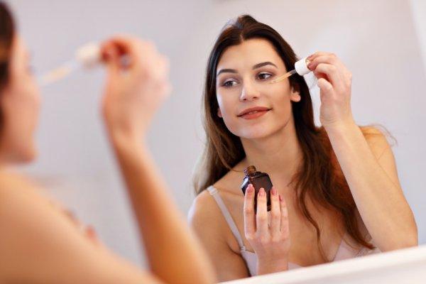 Punya Masalah dengan Kulit Wajah? Ini 3 Alasan Pentingnya Memakai Serum Wajah (2019)