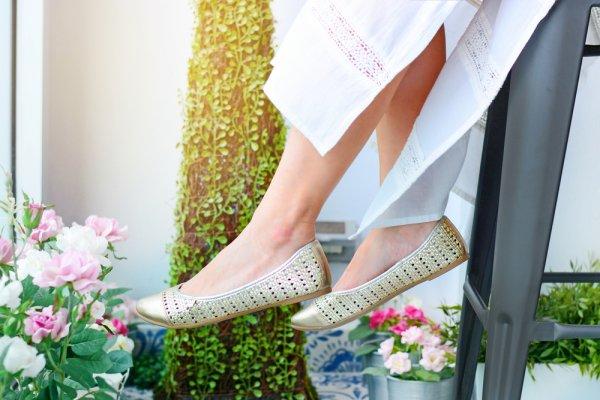 Intip 10 Sepatu Wanita Tanpa Tali yang Buat Penampilan Anda Kece Badai