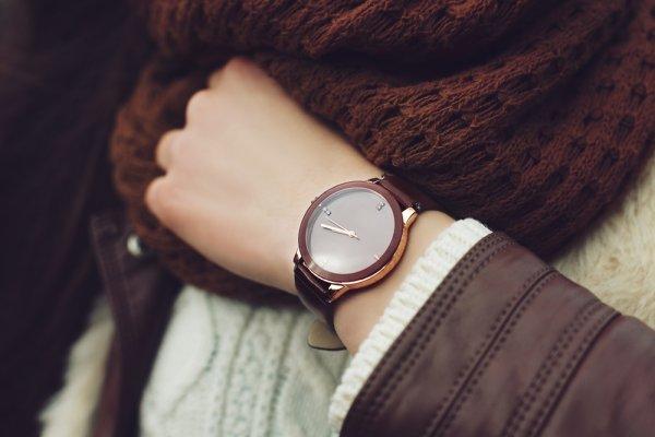 Mau Keren? Ini Nih 10 Rekomendasi Jam Tangan Wanita Kulit dan Cara Merawatnya