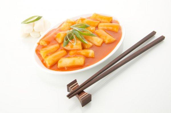 4 Resep Kue Beras atau Tteokbokki Khas Korea yang Bisa Kamu Buat Sendiri atau Dapatkan 5 Produk Kue Beras Ini di Toko-toko Online