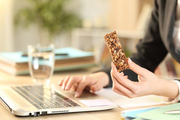 Top 10 món ăn vặt văn phòng bổ sung đủ dinh dưỡng mà không làm tăng cân (năm 2021)