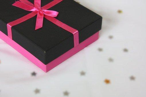 10 Rekomendasi Kado Unik dan Terjangkau untuk Ulang Tahun Orang Terdekat (2020)