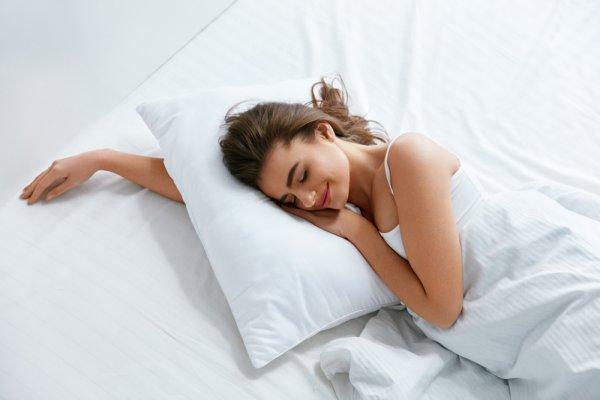 10 Rekomendasi Bantal Dakron yang Membuat Anda Tidur Nyenyak dan Nyaman (2019)