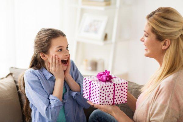 Simak 10  Kado yang Bisa Diberikan untuk Anak Perempuan yang Mulai Beranjak Dewasa