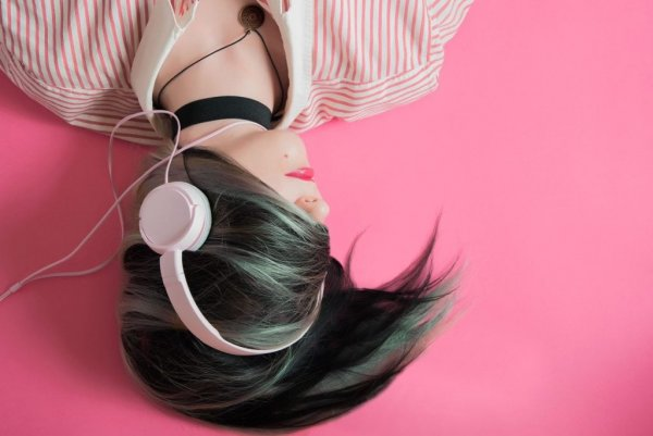 Throw on Some Headphones, Crank up the Tunes, and What Happens?  Dive into Cognitive Studies and Read on to Learn Exactly How Music Affects Your Brain (2020)