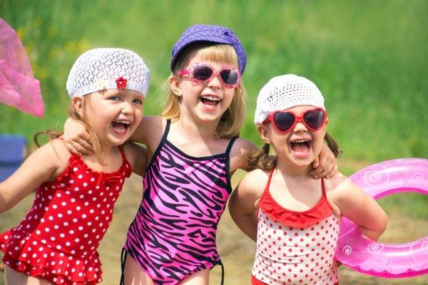Anak Senang Berenang? Yuk, Intip 8 Rekomendasi Baju Renang Anak dengan Karakter Lucu!