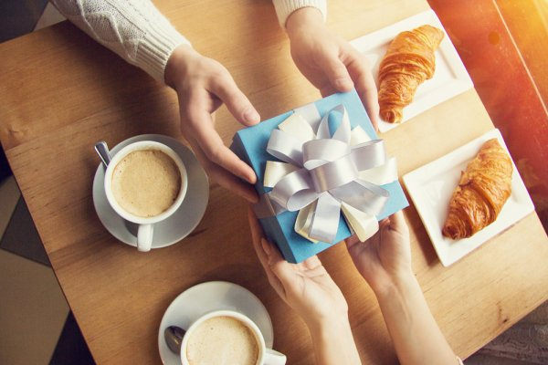 Top 10 Birthday Gifts For Boyfriend Of 2 Months And How To Balance Presents In A New Relationship