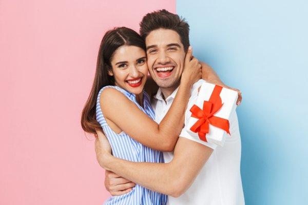 Gợi ý 10 cách làm quà kỉ niệm tình yêu ngọt ngào, đáng nhớ (năm 2021)