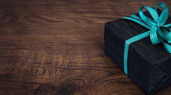 Berikan Hadiah Kenang-kenangan kepada Dosen Pembimbingmu dengan 10 Rekomendasi Berikut