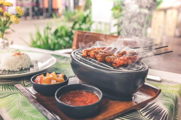 10 Rekomendasi Makanan yang Enak Ini Sangat Populer di Indonesia, Sudah Pernah Coba?