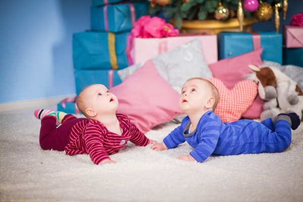 10 Inpirasi Kado Istimewa untuk Bayi Kembar (2017)