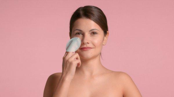 10 Rekomendasi Peeling Pad untuk Mengeksfoliasi Wajah agar Bebas Kusam (2021)