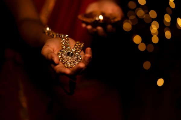 Need Creative Ideas for Your Dhanteras Shopping? Here are 10 Things to Buy on Dhanteras (2019)