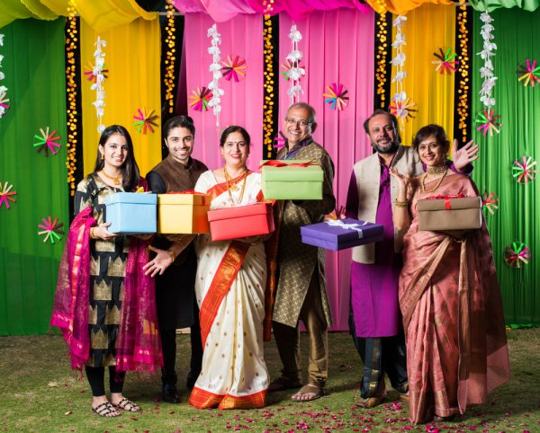 If You Want to Give Your Parents a Little Token of Onam Celebration(2019), Here are the 10 Best Gift Ideas for It.
