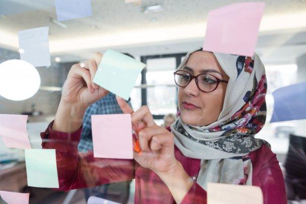 Gaya Berhijab Makin Up-To-Date dengan 10 Rekomendasi Jilbab Merek Zoya yang Fashionable